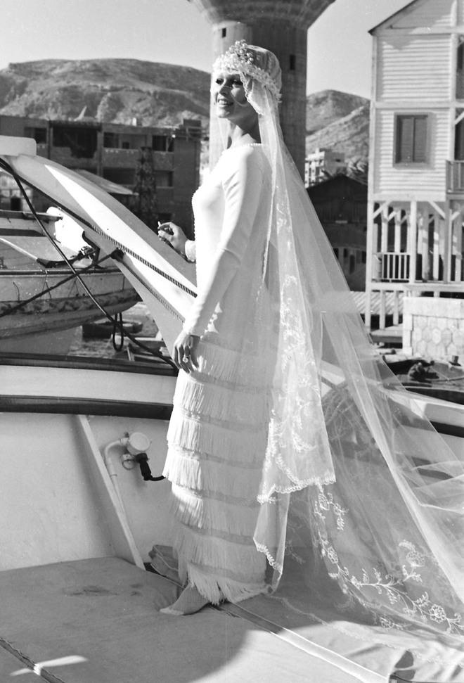 Mãn nhãn với những thiết kế váy cưới nổi tiếng nhất mọi thời đại - Ảnh 24.