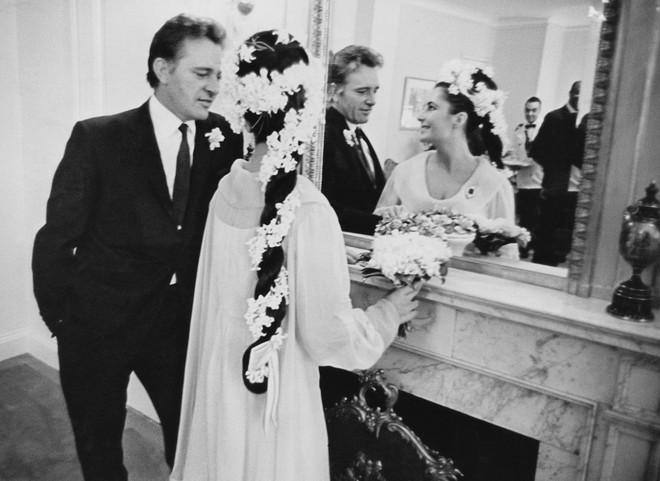 Mãn nhãn với những thiết kế váy cưới nổi tiếng nhất mọi thời đại - Ảnh 25.