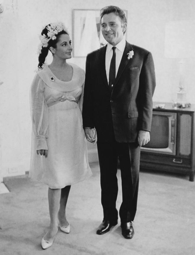 Mãn nhãn với những thiết kế váy cưới nổi tiếng nhất mọi thời đại - Ảnh 26.