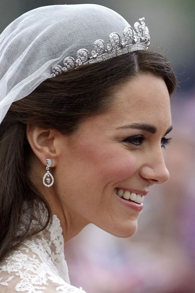 10 điều bí mật làm nên sức hút vượt trời gian của mẫu váy cưới mà Công nương Kate mặc  - Ảnh 11.