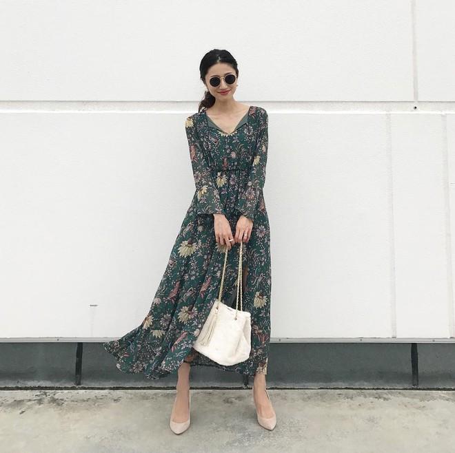 5 mẫu váy đang được các tín đồ thời trang châu Á diện nhiều nhất khi tiết trời se lạnh - Ảnh 9.