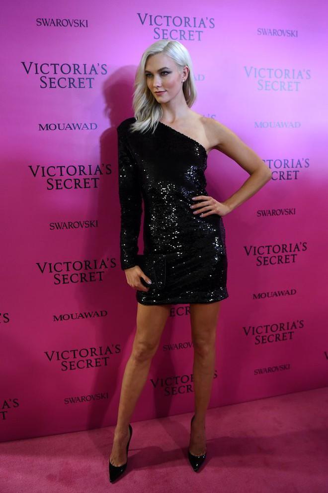 Mỹ nhân Tình người duyên ma khoe thân hình đồng hồ cát trên thảm hồng Victoria's Secret 2017 - Ảnh 10.