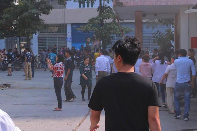 Hà Nội: Cháy lớn ở garage ô tô trên đường Ngụy Như Kon Tum, khói đen bốc lên nghi ngút, từ xa cũng nhìn thấy - Ảnh 13.