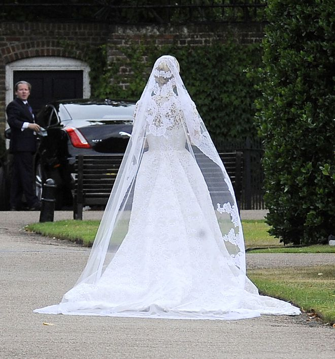 Mãn nhãn với những thiết kế váy cưới nổi tiếng nhất mọi thời đại - Ảnh 14.