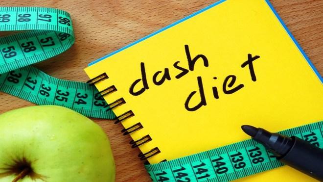 Ăn uống kiểu này giúp giảm cân lành mạnh lại điều trị, ngăn chặn bệnh cao huyết áp tốt nhất - Ảnh 1.