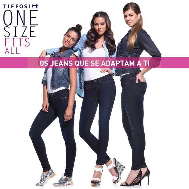 6 cô nàng này đã thử chiếc quần jeans được quảng cáo là vừa mọi kích cỡ, và kết quả nhận được thật bất ngờ - Ảnh 1.