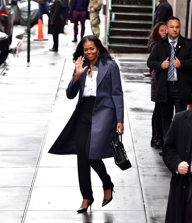 Ai thích diện hàng hiệu đắt tiền chứ bà Michelle Obama chỉ trung thành quần legging giá bình dân thôi! - Ảnh 1.
