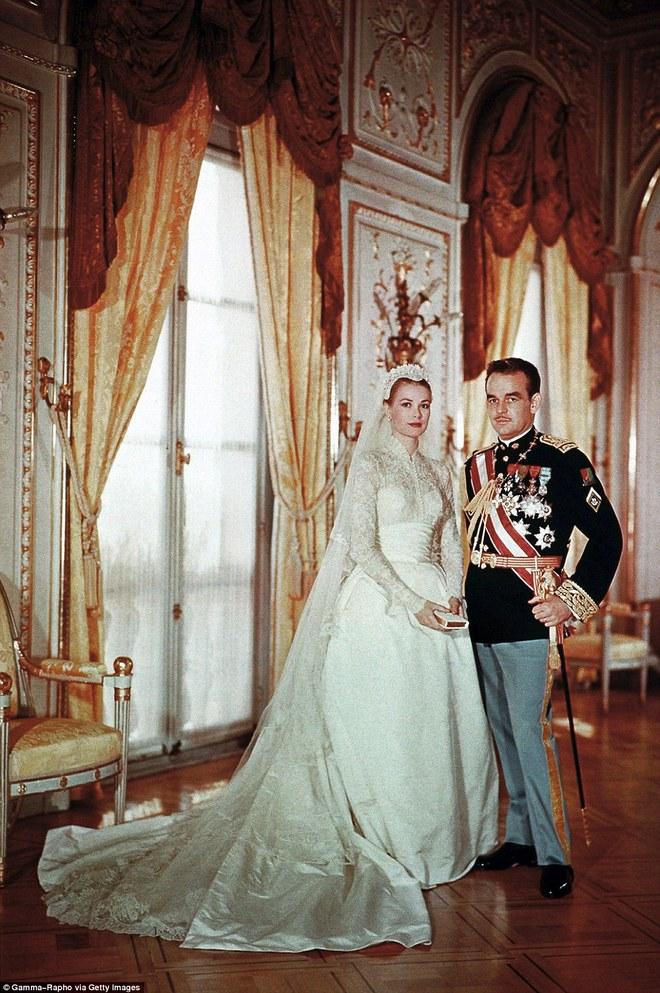 Điều bí ẩn gì đằng sau mẫu váy cưới Công nương Grace Kelly khiến cả thế giới sau 60 năm vẫn mê mẩn đến vậy - Ảnh 4.