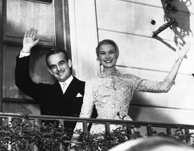 Điều bí ẩn gì đằng sau mẫu váy cưới Công nương Grace Kelly khiến cả thế giới sau 60 năm vẫn mê mẩn đến vậy - Ảnh 17.