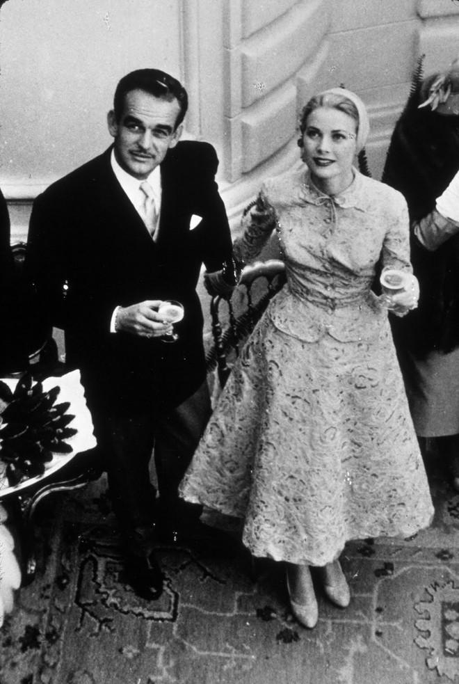 Điều bí ẩn gì đằng sau mẫu váy cưới Công nương Grace Kelly khiến cả thế giới sau 60 năm vẫn mê mẩn đến vậy - Ảnh 18.