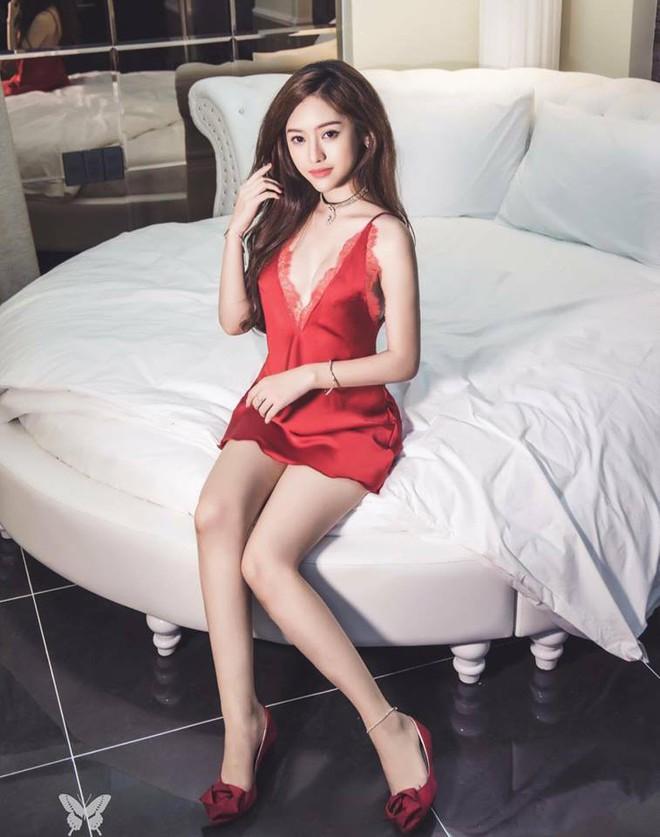 Ở tuổi 19, cô nàng lắm chiêu Thúy Vi đang tự chín ép bản thân với phong cách sexy hở bạo - Ảnh 13.