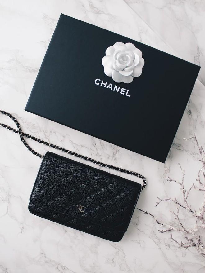 3 mẫu túi Chanel cổ điển với sức hút vượt trời gian khiến phái đẹp Việt không thể không mê - Ảnh 20.