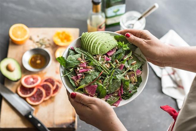 Nếu chưa biết làm sao để bắt đầu một chế độ ăn uống lành mạnh thì hãy áp dụng 4 cách này - Ảnh 2.