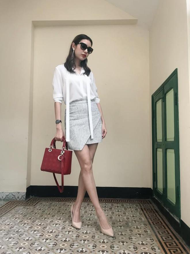 Street style sao Việt: Hoa hậu Thu Thảo diện dép tông giản dị để lộ vóc dáng gầy nhẳng sau khi cưới - Ảnh 20.
