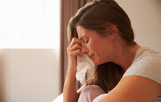 5 lỗi cơ bản phụ nữ vô tình mắc phải khiến đàn ông lạnh nhạt dần chuyện gối chăn - Ảnh 2.