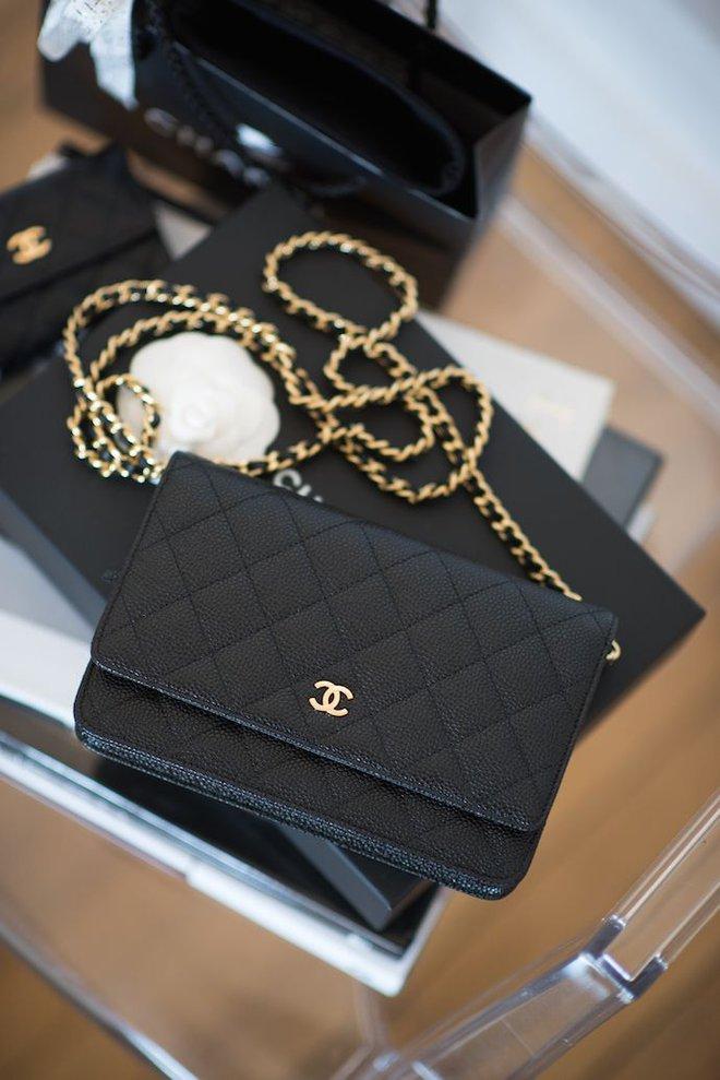 3 mẫu túi Chanel cổ điển với sức hút vượt trời gian khiến phái đẹp Việt không thể không mê - Ảnh 18.