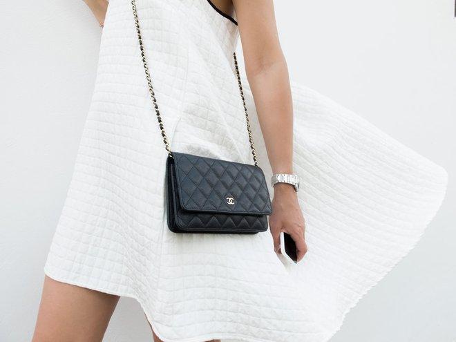 3 mẫu túi Chanel cổ điển với sức hút vượt trời gian khiến phái đẹp Việt không thể không mê - Ảnh 25.