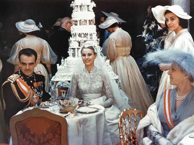 Điều bí ẩn gì đằng sau mẫu váy cưới Công nương Grace Kelly khiến cả thế giới sau 60 năm vẫn mê mẩn đến vậy - Ảnh 6.