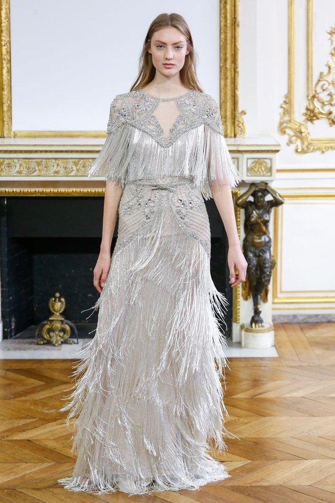 Có gì ở chiếc váy đính tới 12.000 sợi tua rua của Monique Lhuillier? - Ảnh 1.