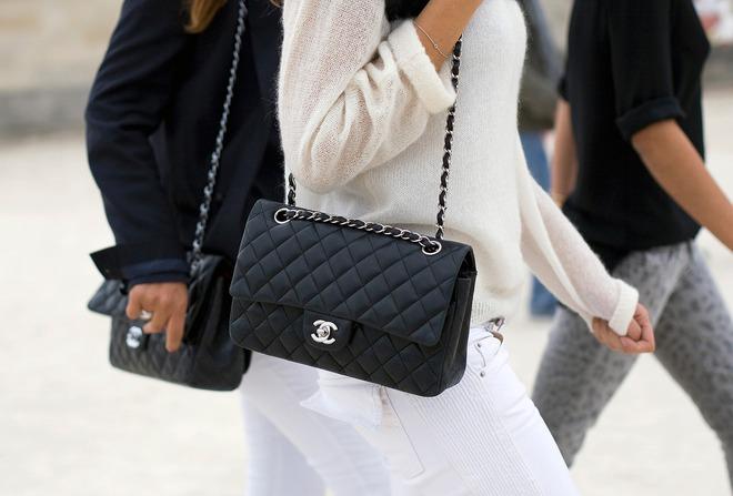 3 mẫu túi Chanel cổ điển với sức hút vượt trời gian khiến phái đẹp Việt không thể không mê - Ảnh 1.