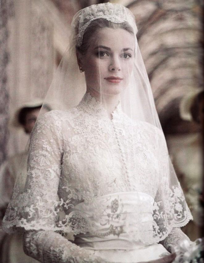 Điều bí ẩn gì đằng sau mẫu váy cưới Công nương Grace Kelly khiến cả thế giới sau 60 năm vẫn mê mẩn đến vậy - Ảnh 12.
