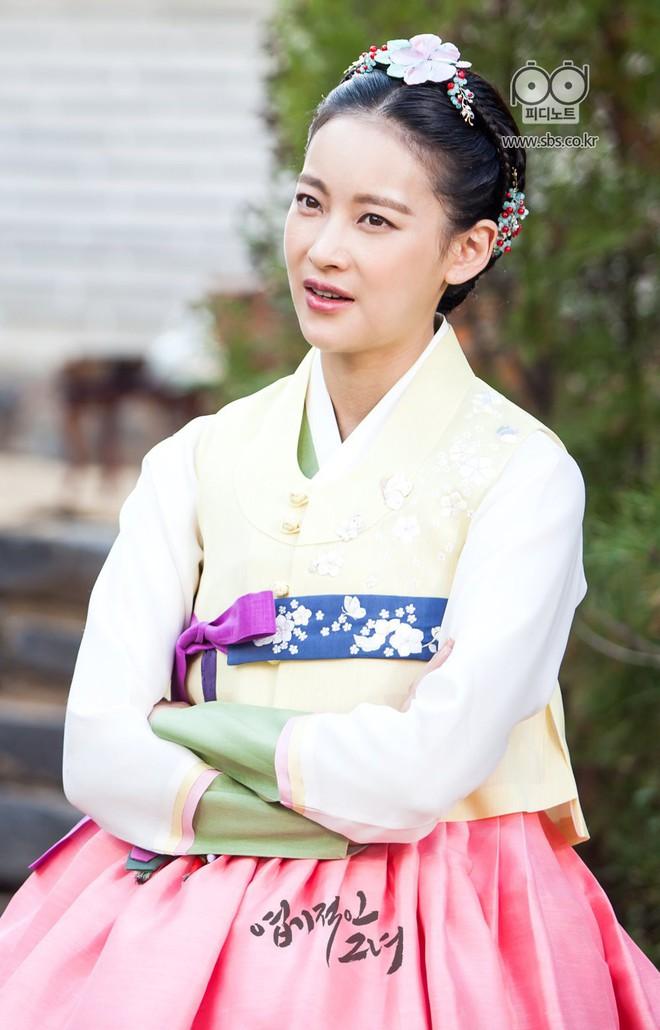Đây là những nhân vật có gu thời trang ấn tượng nhất phim Hàn trong năm 2017  - Ảnh 38.