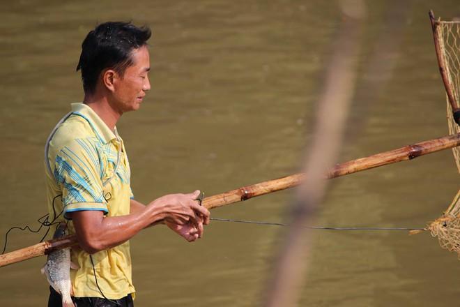 Choáng trước cảnh có 102: Cả làng nhảy xuống sông Tích bắt cá - Ảnh 10.