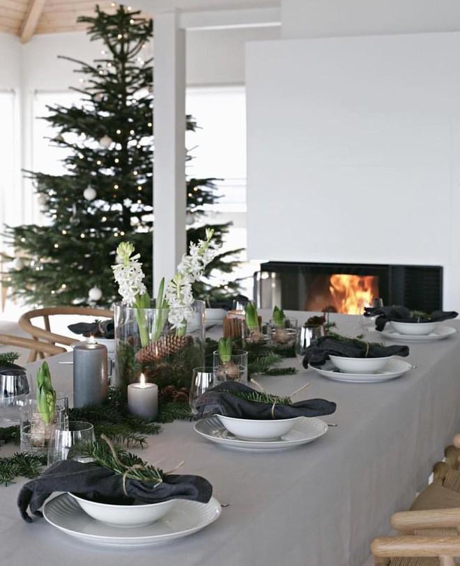 Trang trí bàn ăn thật lung linh và ấm cúng cho đêm Giáng sinh an lành - Ảnh 20.