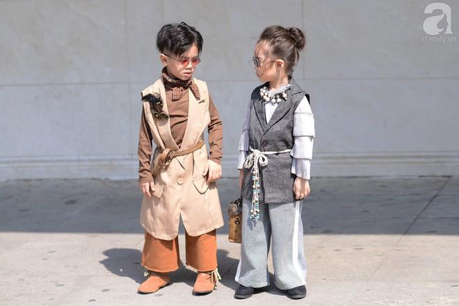 Tổng kết VIFW: Nổi bật nhất là street style vừa cool ngầu vừa yêu của loạt fashionista nhí  - Ảnh 1.