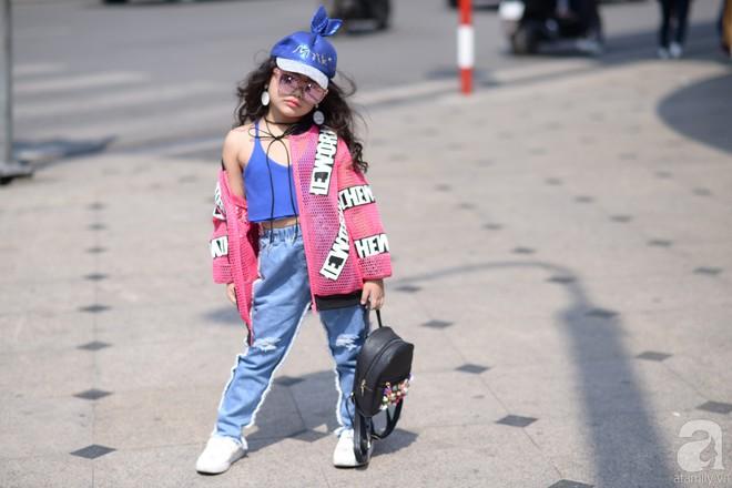 Tổng kết VIFW: Nổi bật nhất là street style vừa cool ngầu vừa yêu của loạt fashionista nhí  - Ảnh 3.