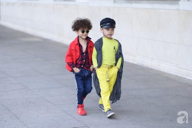 Tổng kết VIFW: Nổi bật nhất là street style vừa cool ngầu vừa yêu của loạt fashionista nhí  - Ảnh 7.