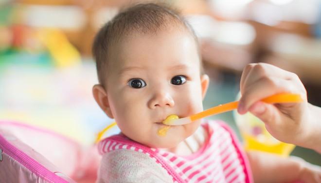 Bác sĩ Nhi chỉ cách cho con ăn dặm khoa học ngay từ lần đầu tiên - Ảnh 3.