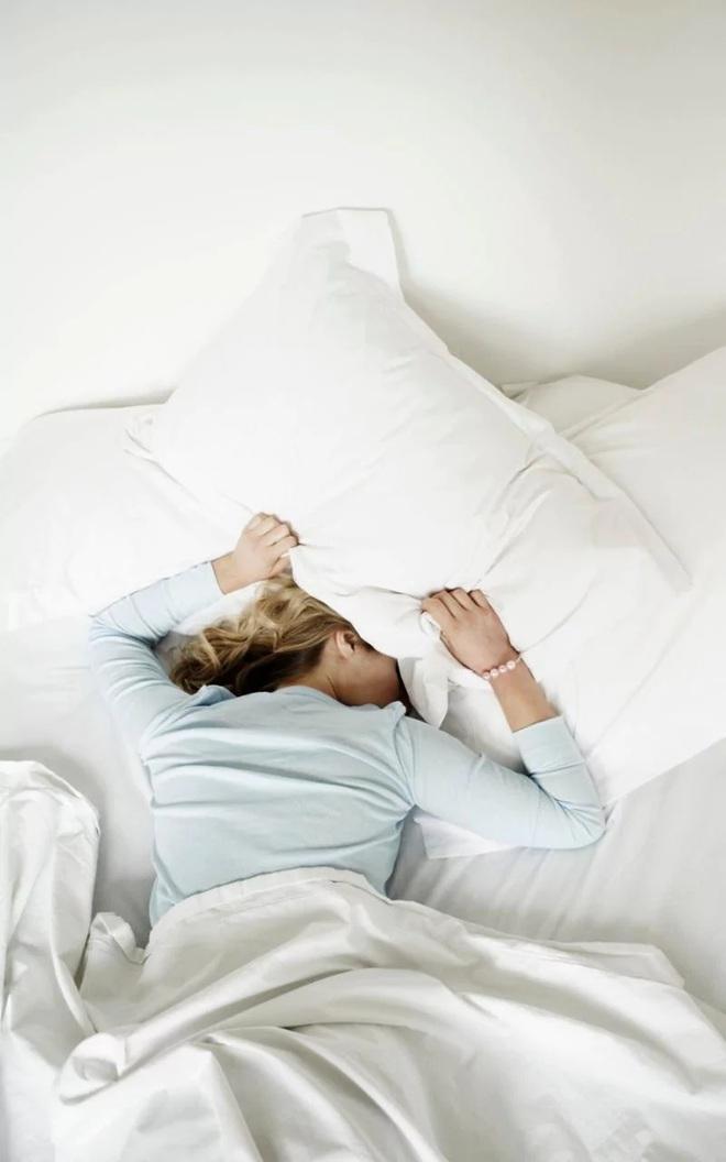 Các nhà khoa học cảnh báo nếu không từ bỏ thói quen ăn đêm bạn sẽ phải đối mặt với những điều này - Ảnh 6.