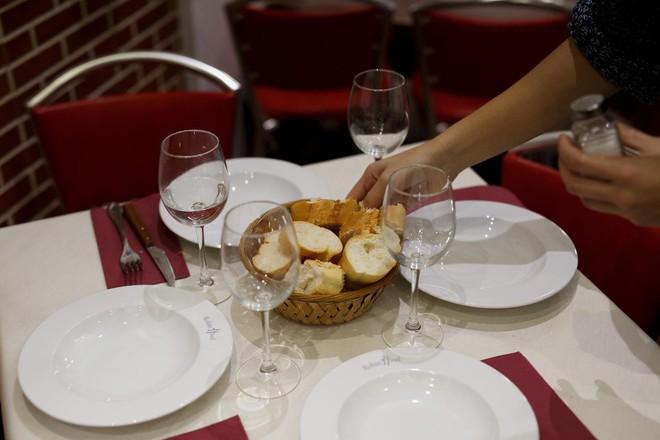 Không chỉ khiến vòng eo phình ra, ăn khuya có thể giết chết bạn: Đây là lý do tại sao - Ảnh 3.