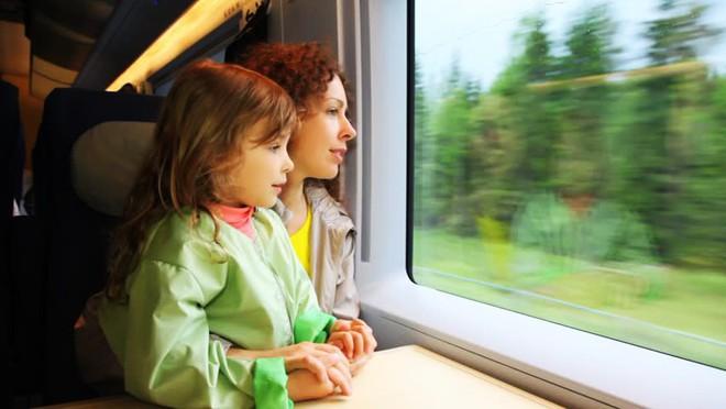 18 quy tắc an toàn bố mẹ cần nhớ để tránh các tai nạn nguy hiểm cho con khi đi xe buýt, taxi, ô tô riêng - Ảnh 4.