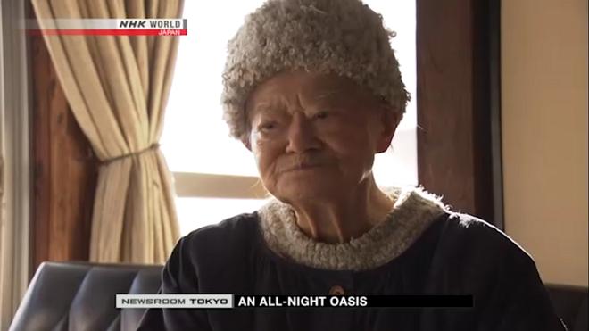 Lí do khiến cụ bà 91 tuổi này duy trì quán ăn đêm suốt 70 năm khiến cho nhiều người bật khóc - Ảnh 3.