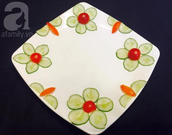 Chỉ với cà chua và dưa chuột bạn đã có thể trang trí đĩa ăn cực bắt mắt - Ảnh 8.