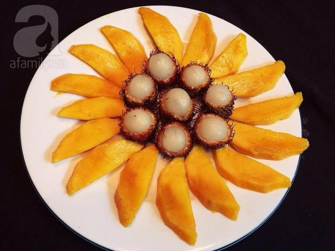 Bày mâm cỗ tết Đoan Ngọ đẹp mắt với hoa quả đang mùa - Ảnh 1.