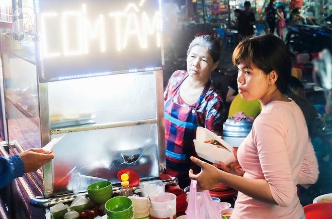 Cận cảnh phố ẩm thực đầu tiên ở Sài Gòn khiến giới trẻ phát cuồng - Ảnh 3.