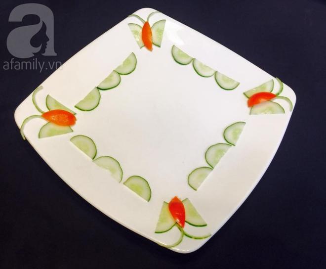 Chỉ với cà chua và dưa chuột bạn đã có thể trang trí đĩa ăn cực bắt mắt - Ảnh 4.