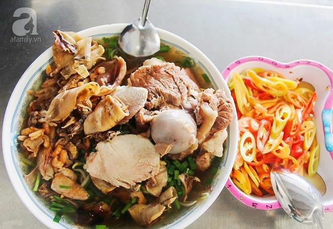 Cận cảnh phố ẩm thực đầu tiên ở Sài Gòn khiến giới trẻ phát cuồng - Ảnh 6.