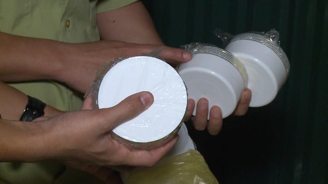 Hà Nội: Dùng kem trộn, một phụ nữ bị lột sạch da mặt, mất hàng trăm triệu điều trị nhưng chỉ phục hồi được 30-40% - Ảnh 5.