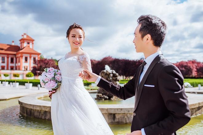 Cặp đôi Việt kiều Séc tỏ tình lãng mạn trên tuyết, chụp ảnh cưới hẹn hò trong… phòng giải phẫu - Ảnh 1.
