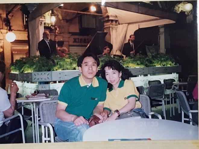 Suốt 20 năm ông chỉ mặc chiếc áo thun cũ sờn rách đến lúc qua đời con gái ông mới hiểu vì sao - Ảnh 2.