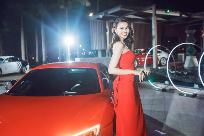 Thanh Hằng diện váy cúp ngực đỏ quyến rũ khoe chân dài, ngực đầy - Ảnh 2.
