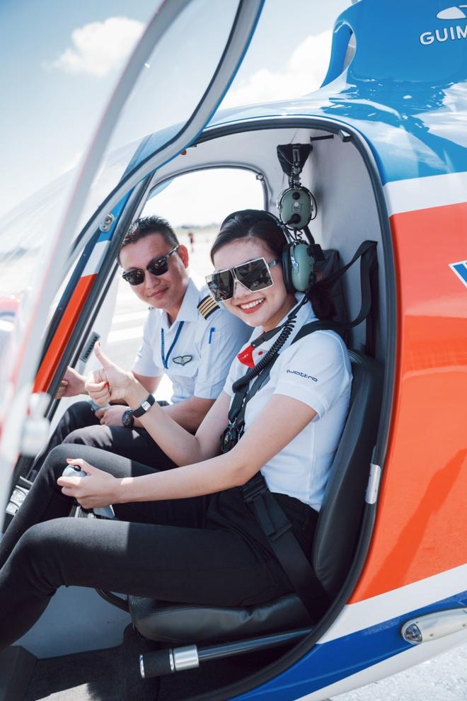 Thanh Hằng, Linh Nga khoe dáng cực ngầu bên trực thăng - ảnh 2