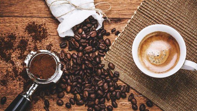 Cậu bé 16 tuổi đột tử vì uống đồ uống chứa caffeine: Chuyên gia nói gì về tác hại của loại chất này? - Ảnh 2.