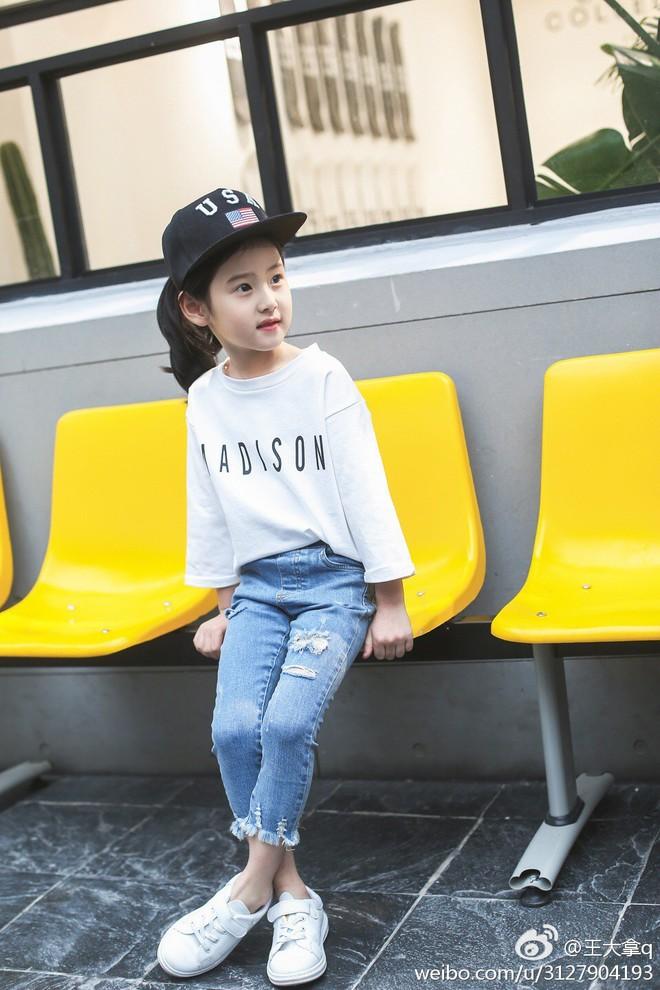 Tiểu tiên nữ có vẻ đẹp giống hệt Trương Bá Chi được dự đoán sẽ trở thành hot girl tương lai - Ảnh 4.