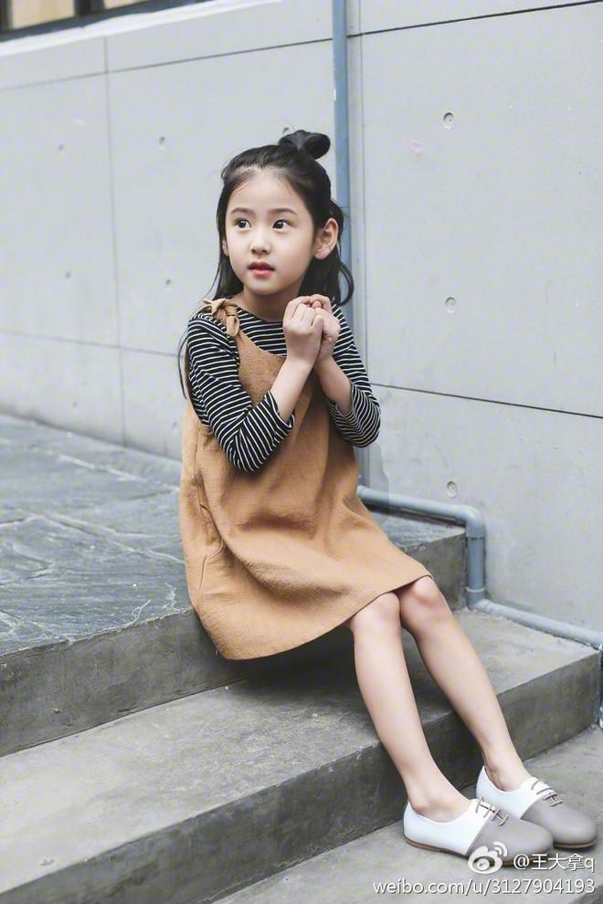 Tiểu tiên nữ có vẻ đẹp giống hệt Trương Bá Chi được dự đoán sẽ trở thành hot girl tương lai - Ảnh 17.
