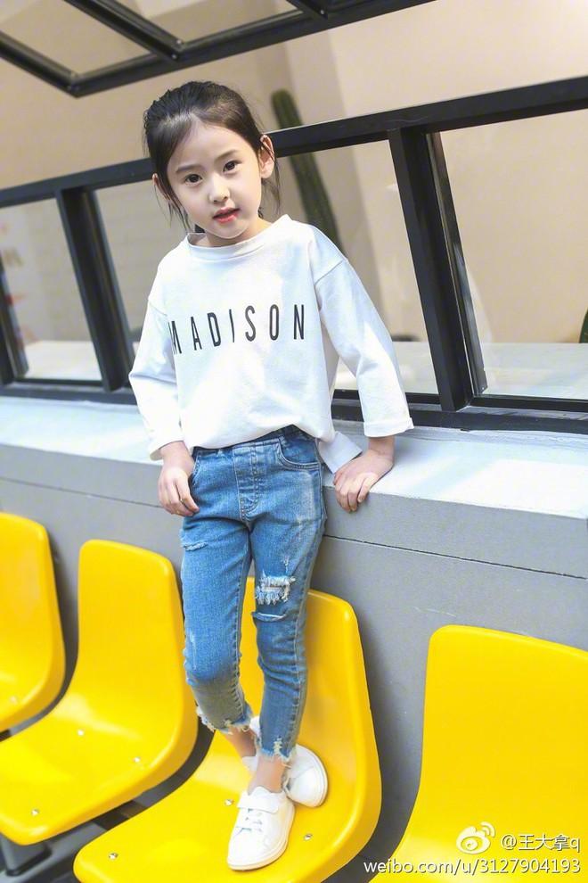 Tiểu tiên nữ có vẻ đẹp giống hệt Trương Bá Chi được dự đoán sẽ trở thành hot girl tương lai - Ảnh 19.